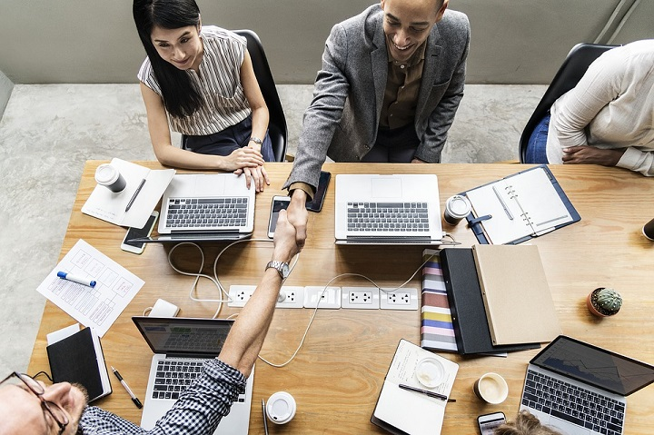 startup team building tips